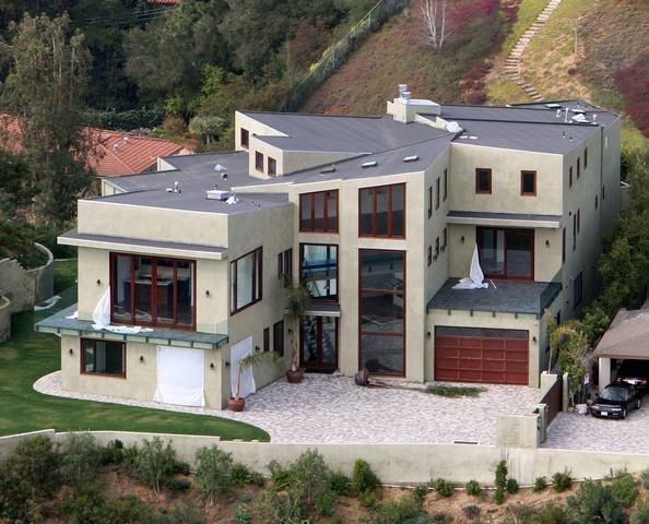Rihanna+Beverly+Hills+Home+Sale+KiTKxAKe6I0l