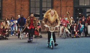 6532-macklemore_and_ryan_lewis_thrift_shop_420x250