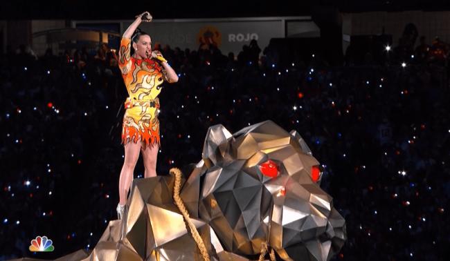 Katy-Perry-roars-Super-Bowl-XLIX-Halftime-Show