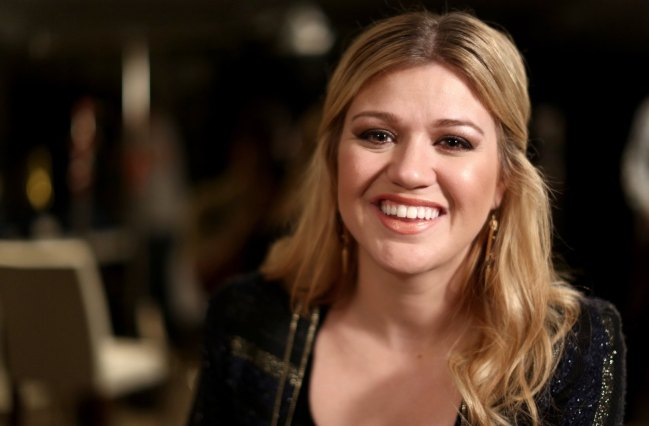 Kelly-Clarkson-Casual-Style-2014-Photo