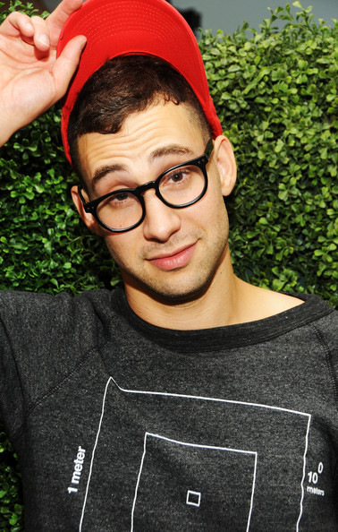 Jack Antonoff earned a  million dollar salary - leaving the net worth at 4 million in 2018