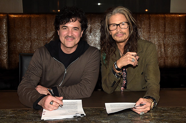 steven-tyler-big-machine-signing-2015-billboard-650