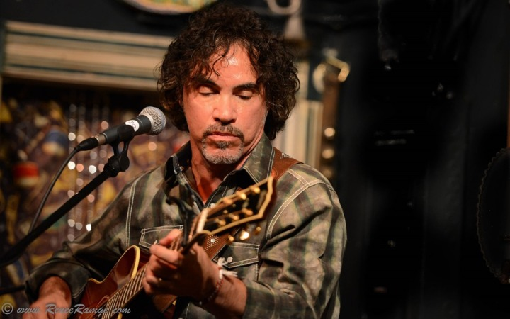 John-Oates_Smoke-n-Oates_Steves-Guitars-4.6.13-39